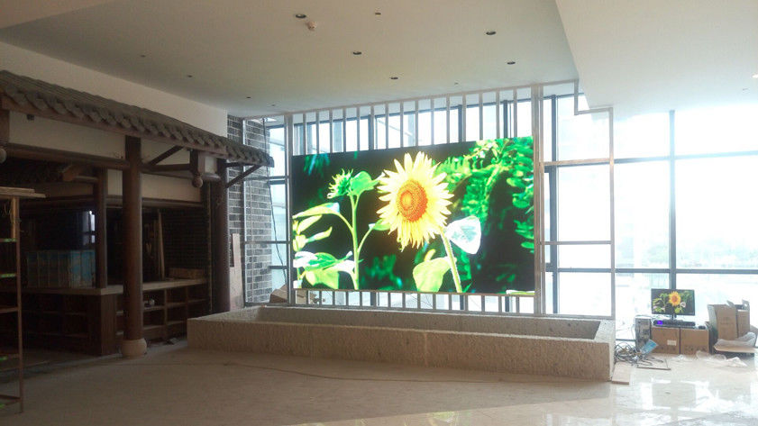 62500/m2 Indoor Full Color LED Display P4 HD Curved Video Wall RGB 3 In 1 SMD2121